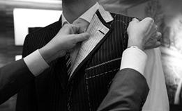 武汉高级西服定做介绍搭配中的花眼和袖口钉纽扣